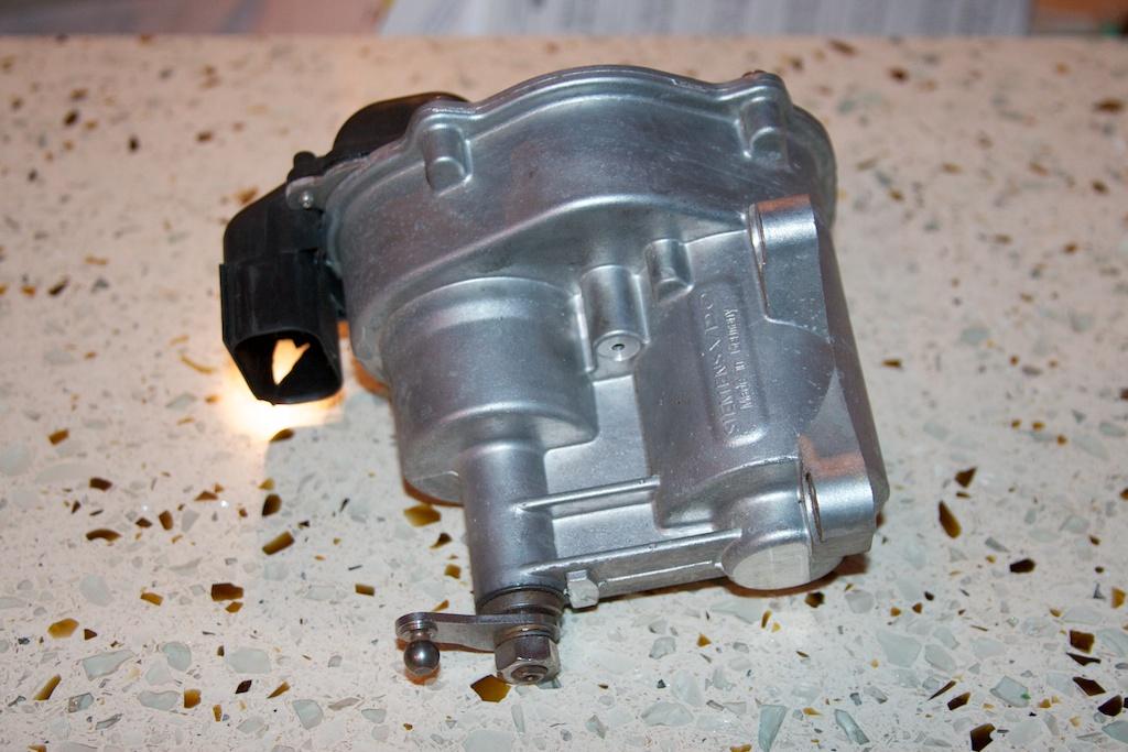 ///Teardown!\\ S85 Throttle Actuator-1-front-side.jpg