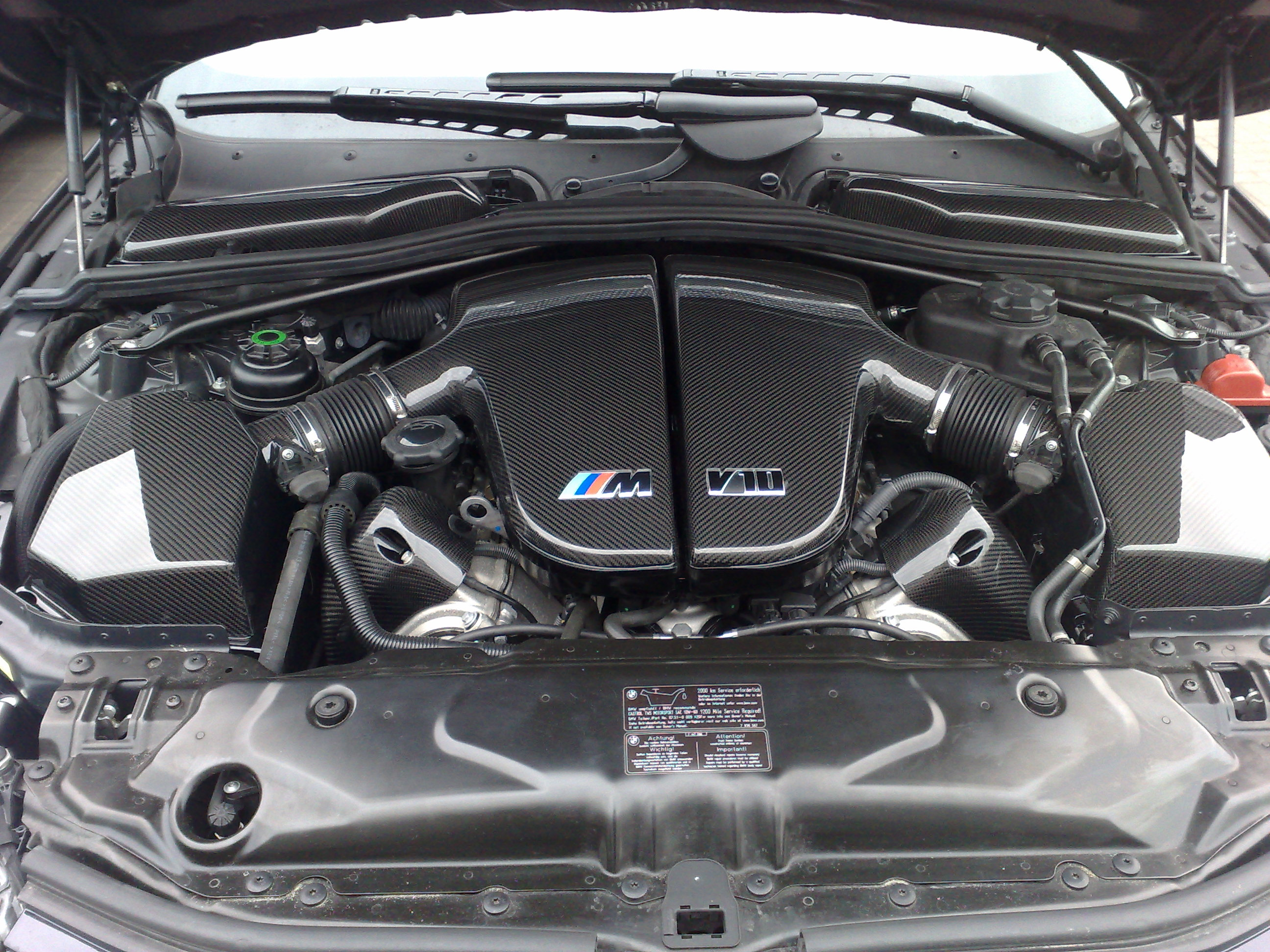 Carbon fibre in engine bay pics - BMW M5 Forum and M6 Forums