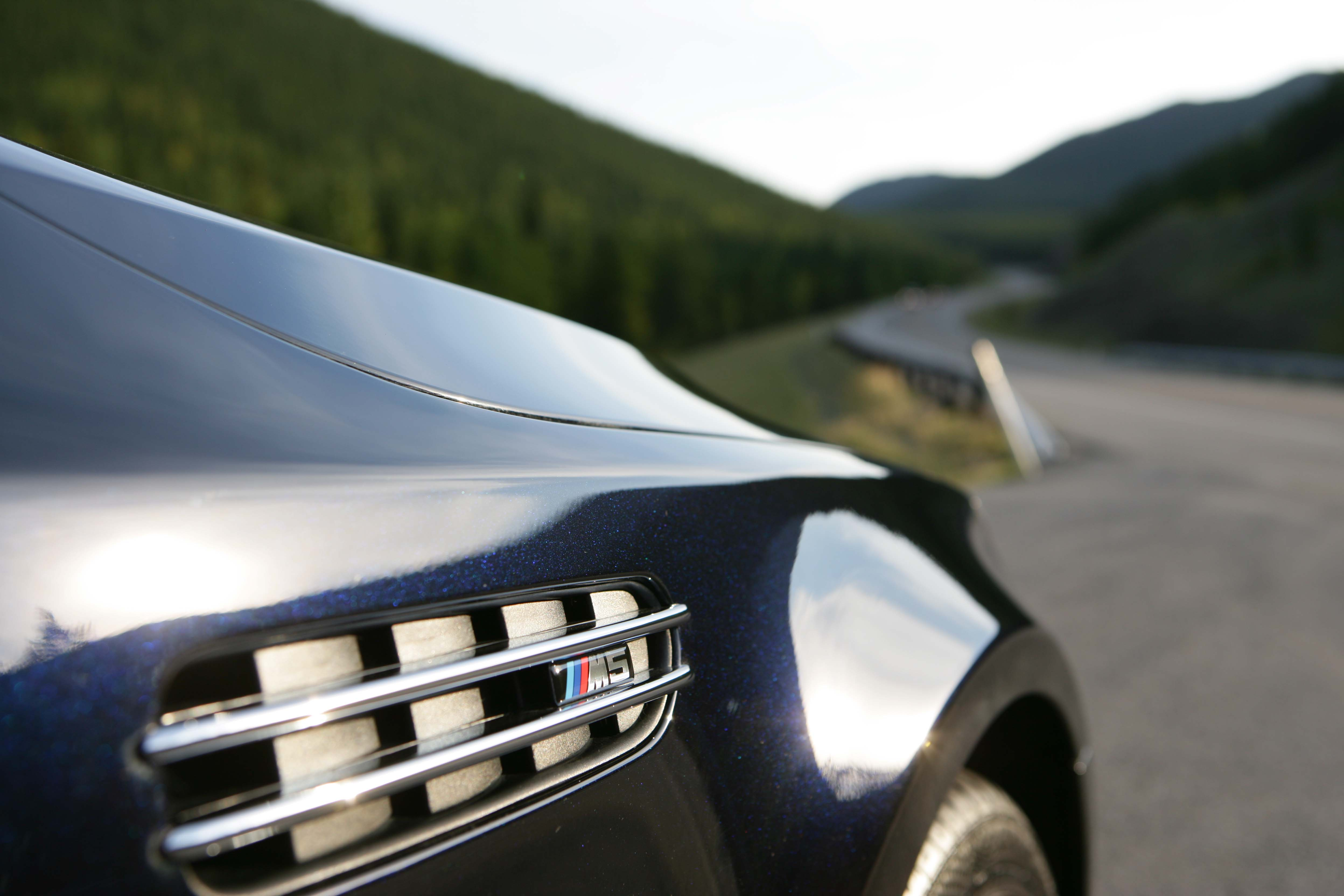 Azurite Black (exterior individual color)-26074d1158100152-s6-mash-azurite-black-individual-interior-platinum-m5-006s.jpg