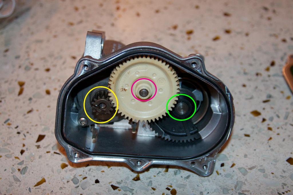 ///Teardown!\\ S85 Throttle Actuator-4-cover-off-second.jpg