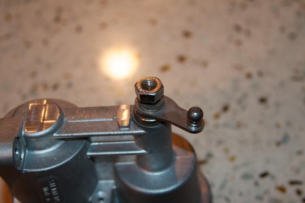 ///Teardown!\\ S85 Throttle Actuator-9-removing-actuator-arm.jpg
