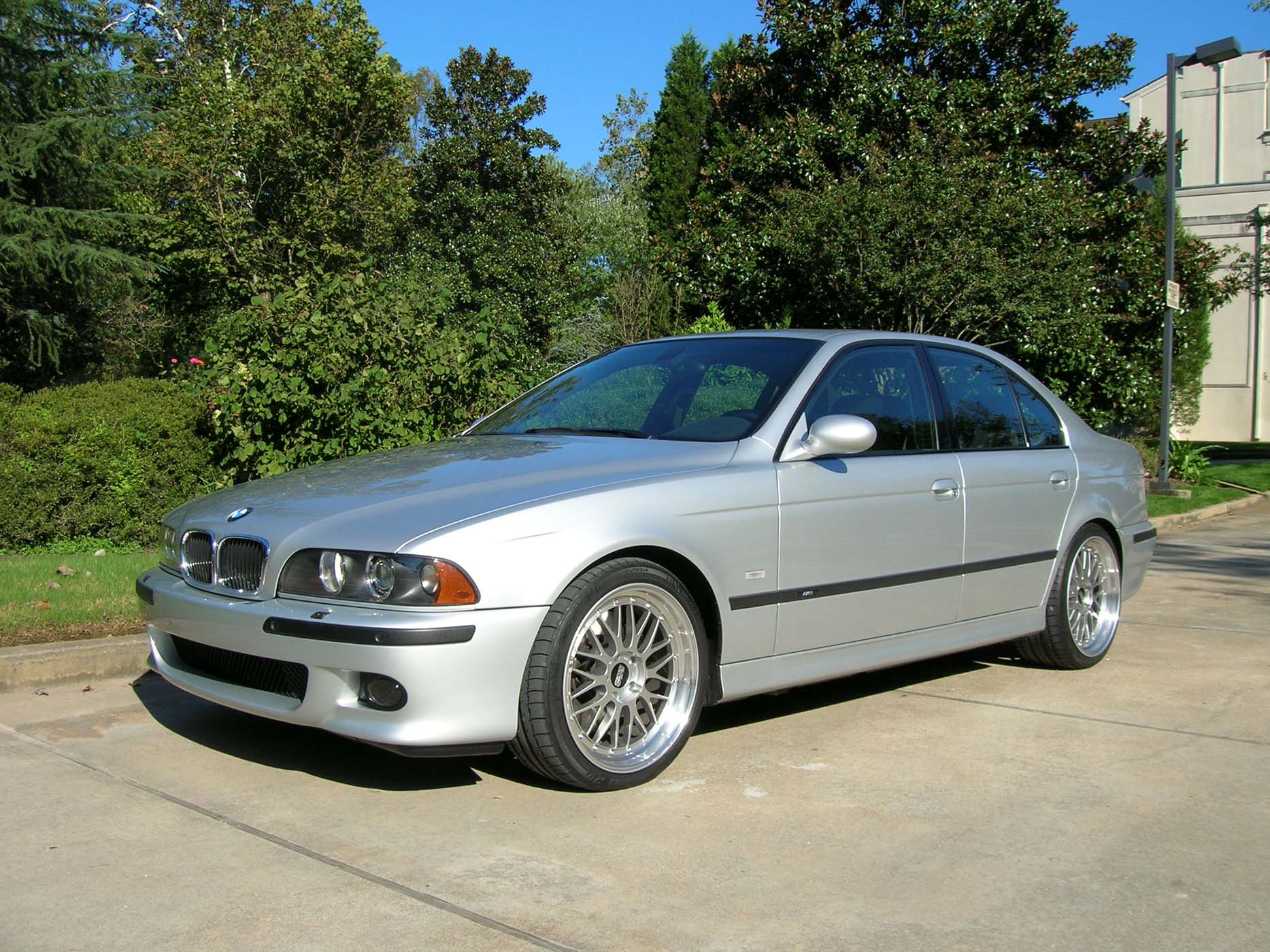 Pictures of the M5 with BBS LM Wheels-angle-side.jpg