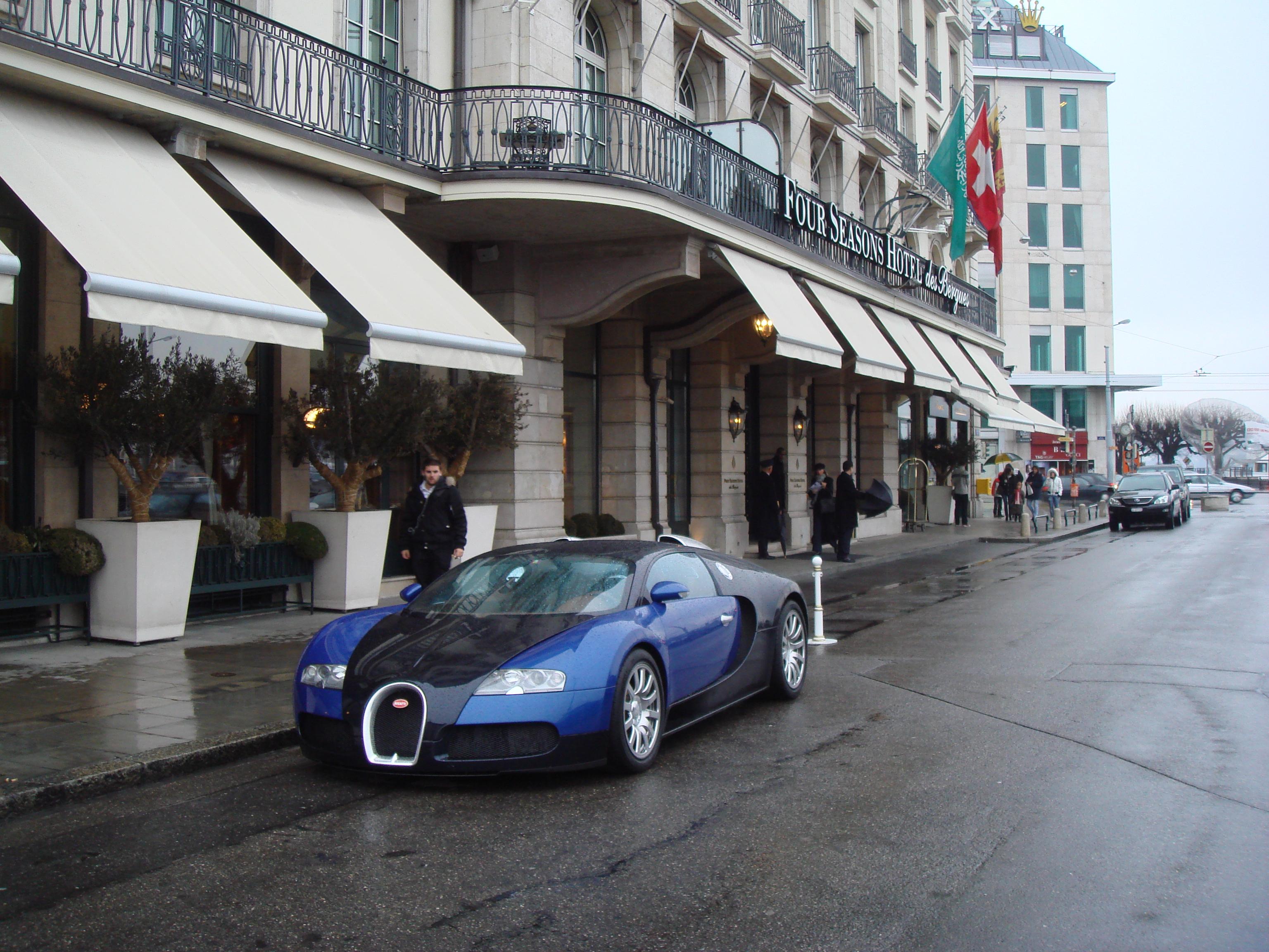 http://www.m5board.com/vbulletin/attachments/gtboard-com-general-sportscars/79678d1236729562-spotted-bugatti-veyron-geneva-outside-four-seasons-dsc00164.jpg