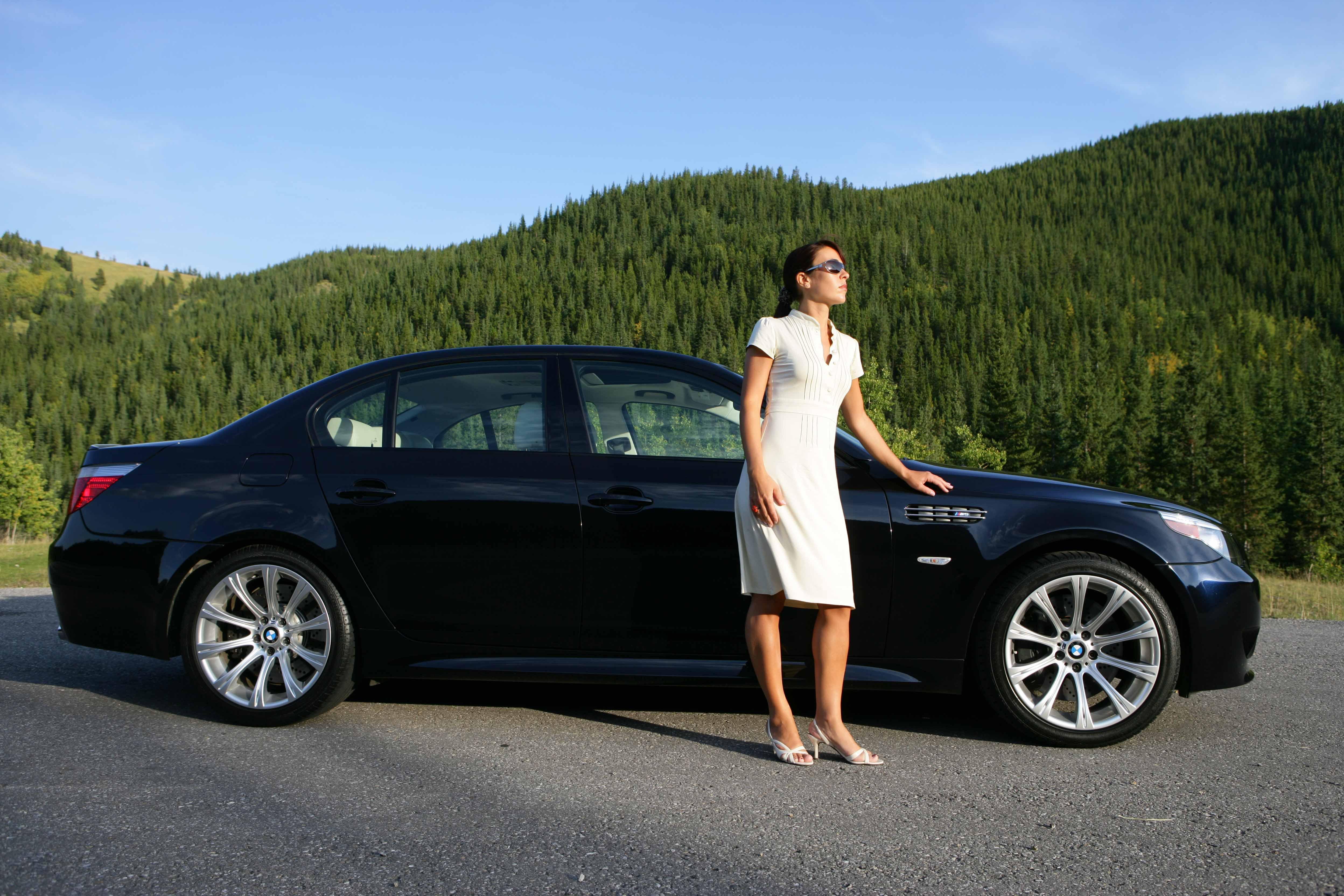 S6 and Mash It Azurite Black Individual interior Platinum  BMW