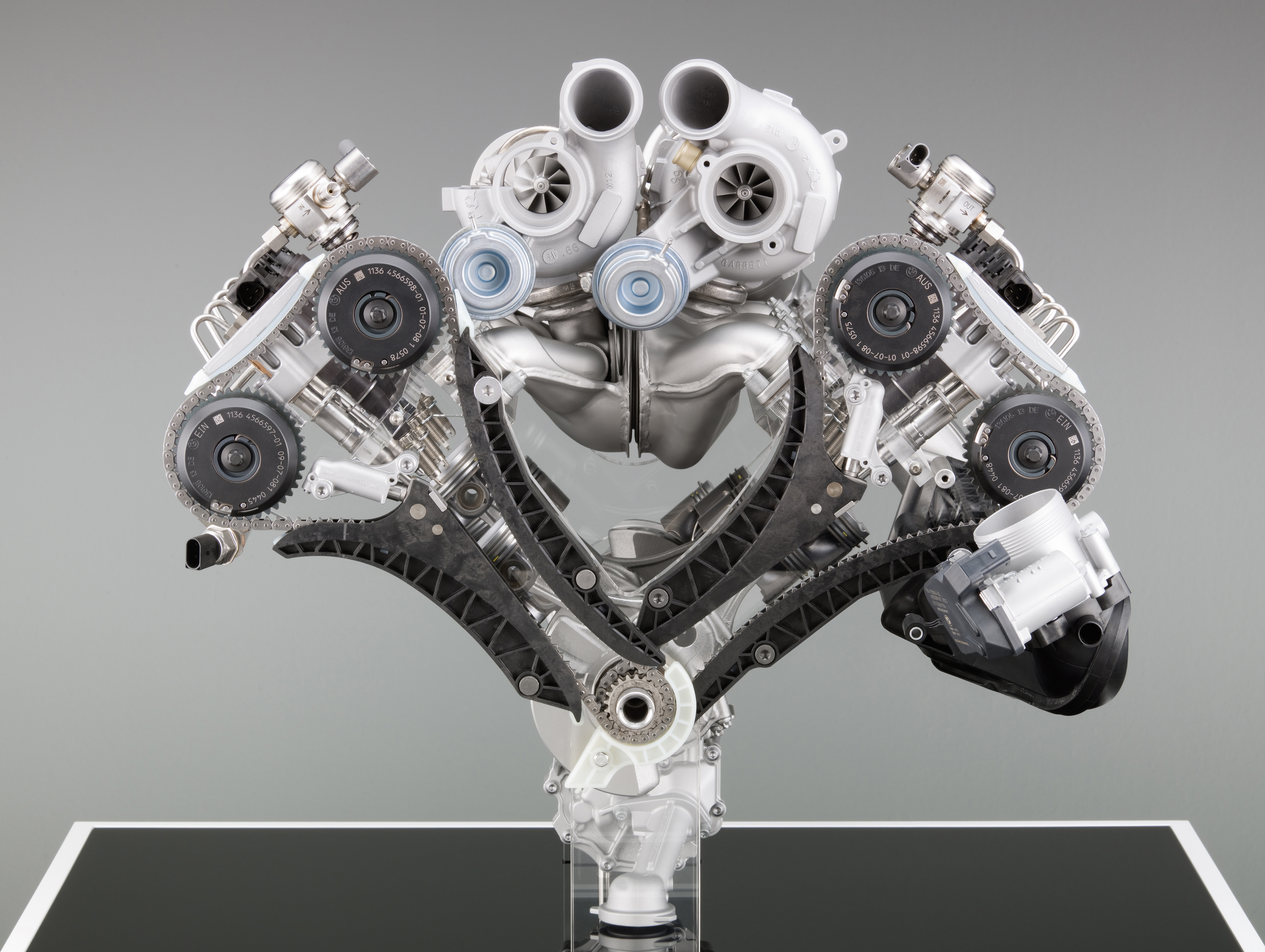Engine Pictures BMW M5 F10 Concept!-p90045744.jpg
