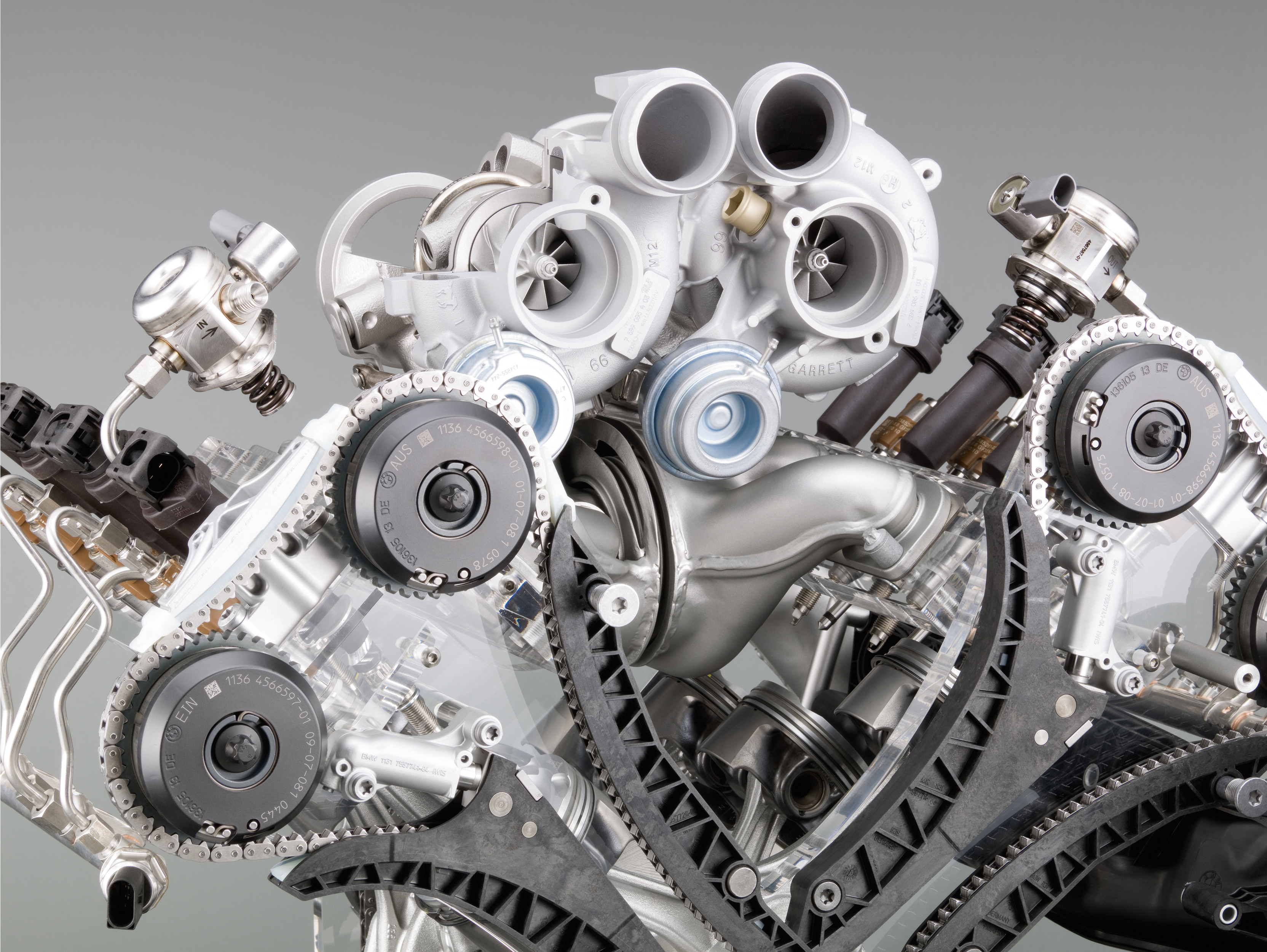 Engine Pictures BMW M5 F10 Concept!-p90045745.jpg