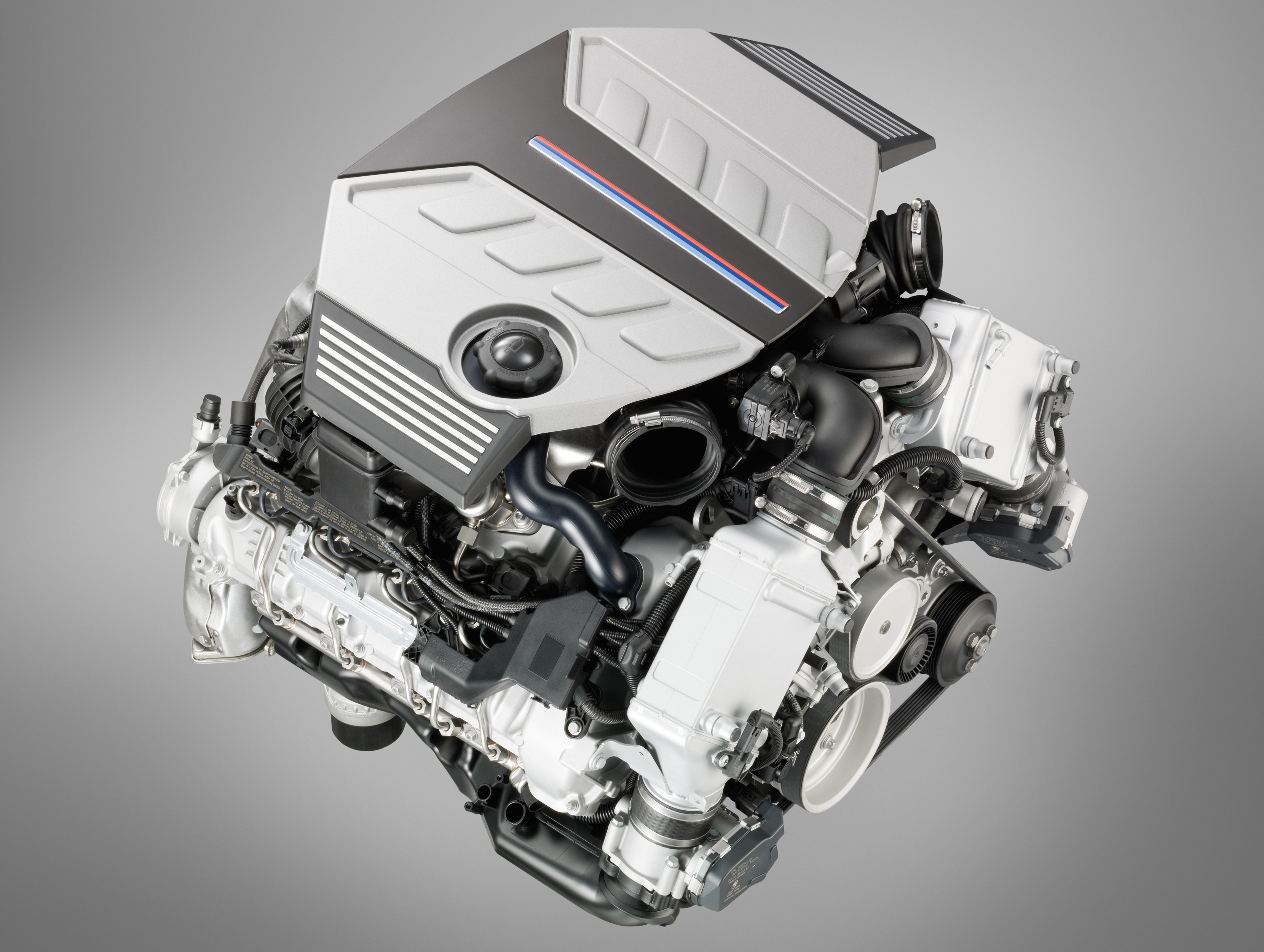 Engine Pictures BMW M5 F10 Concept!-p90045750.jpg
