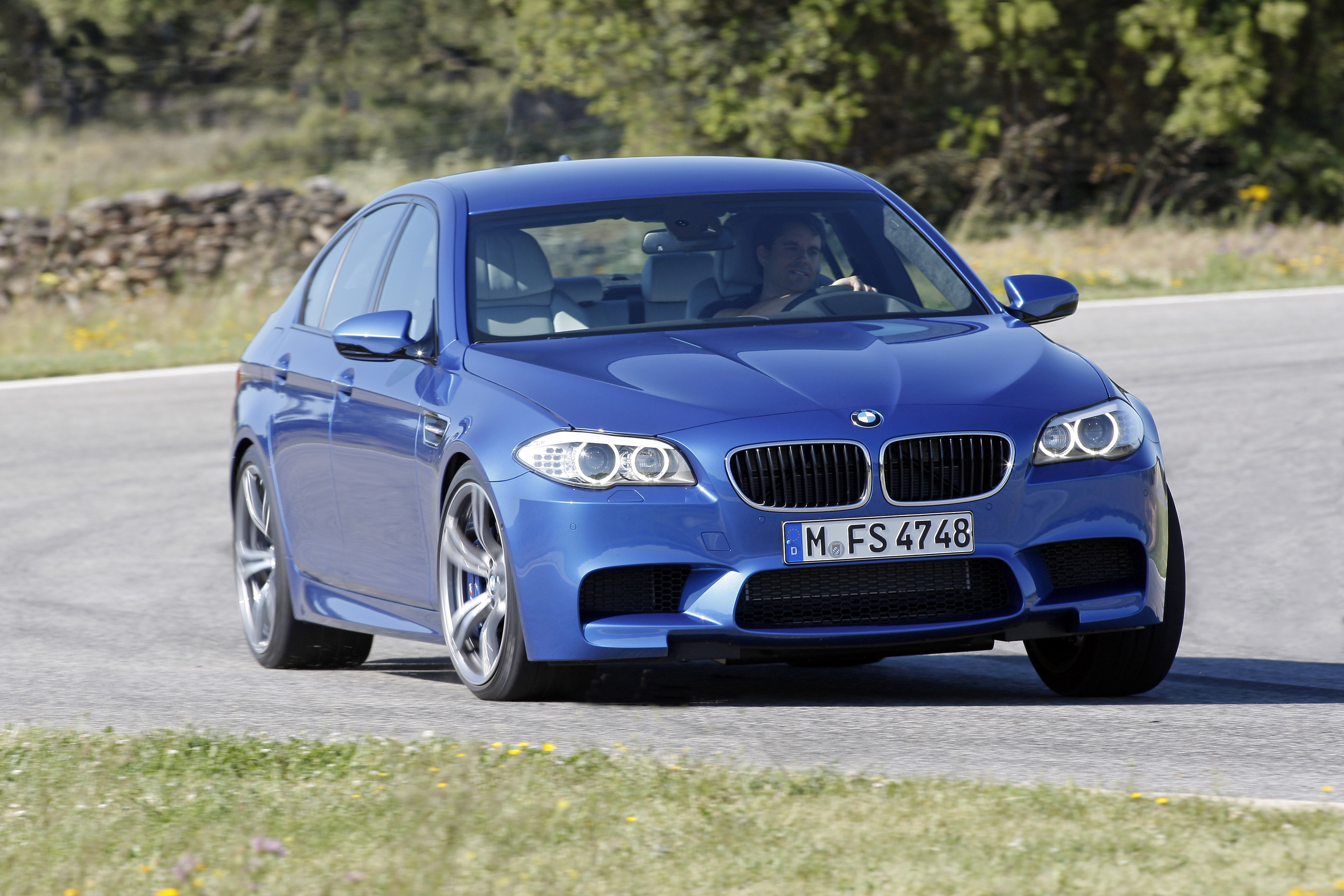 OFFICIAL BMW M5 Production pics high resolution!-p90078362.jpg
