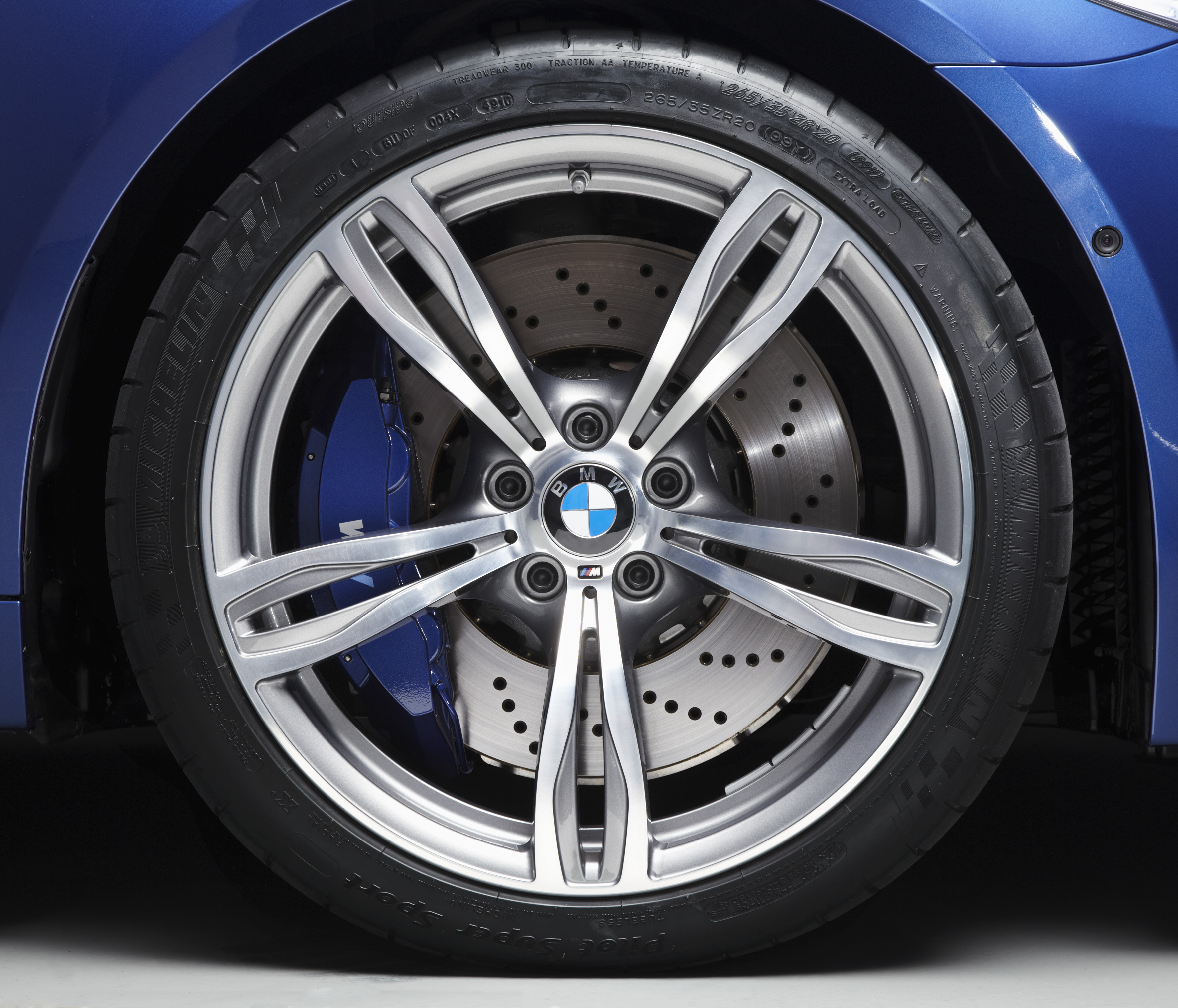 OFFICIAL BMW M5 Production pics high resolution!-p90078388.jpg