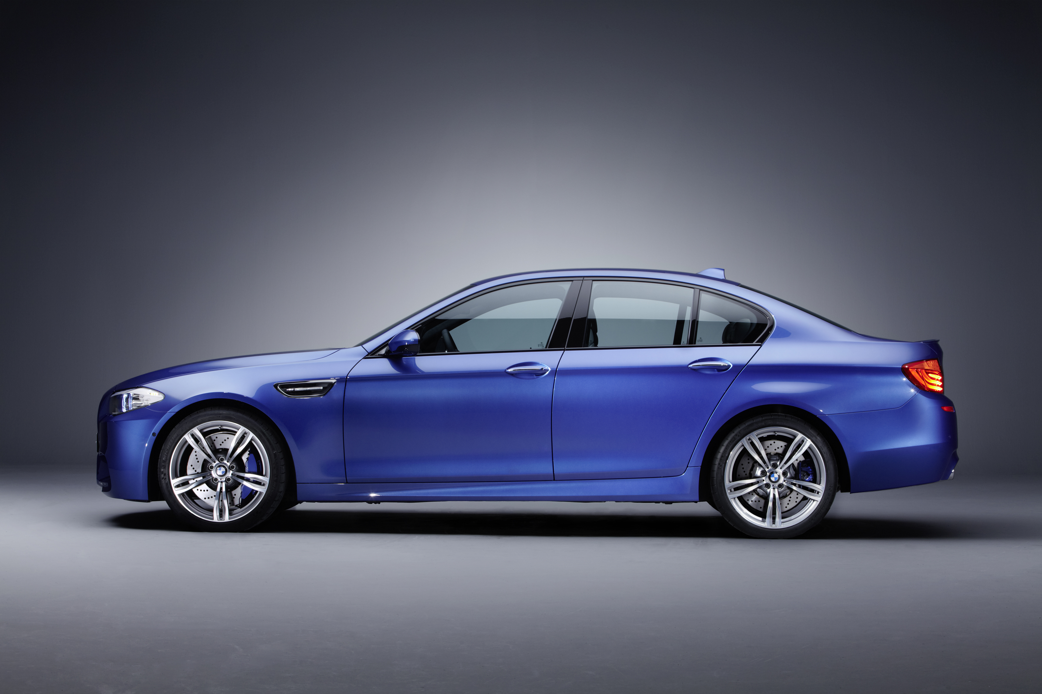 OFFICIAL BMW M5 Production pics high resolution!-p90078399.jpg