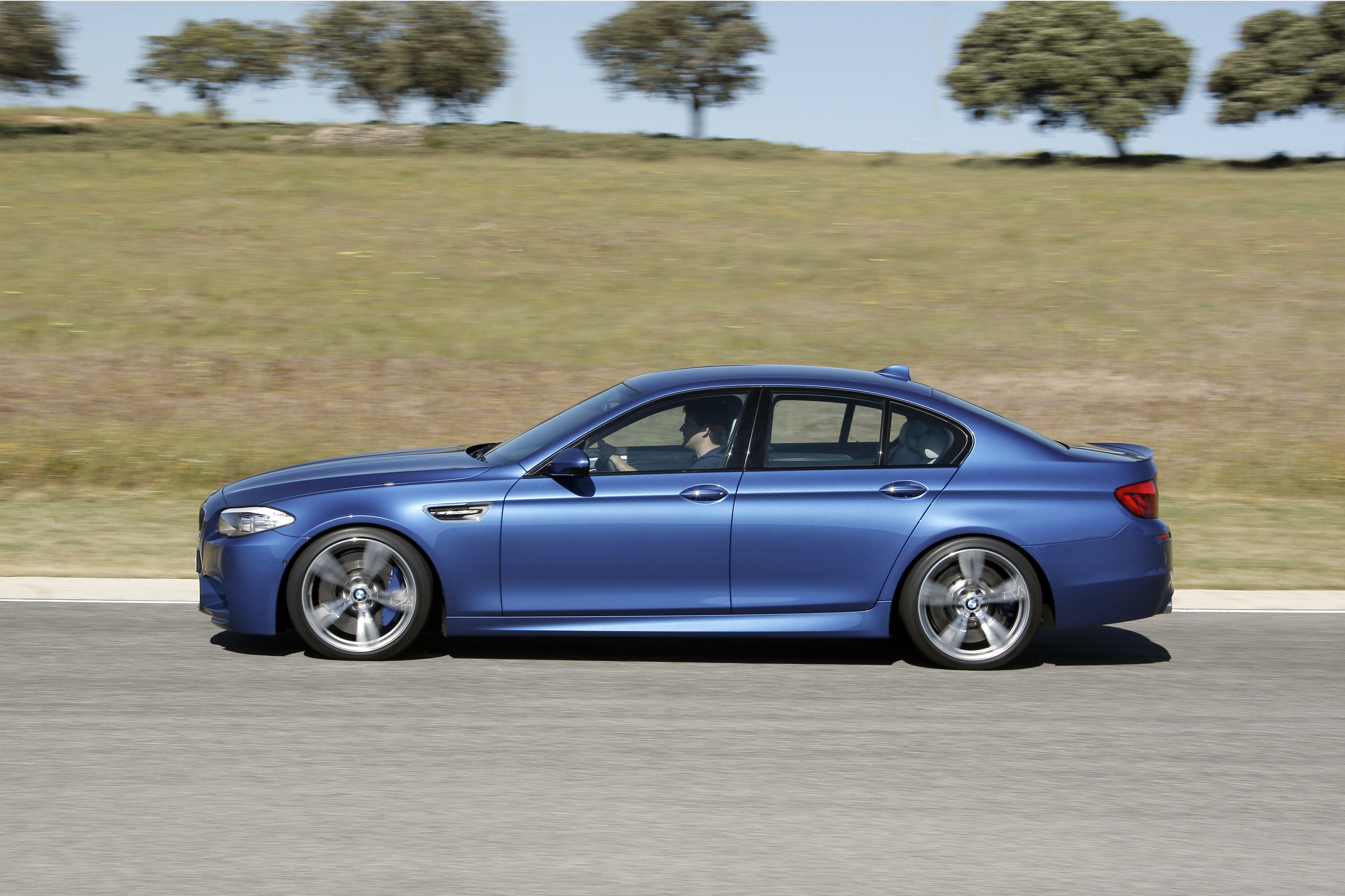 OFFICIAL BMW M5 Production pics high resolution!-p90078414.jpg