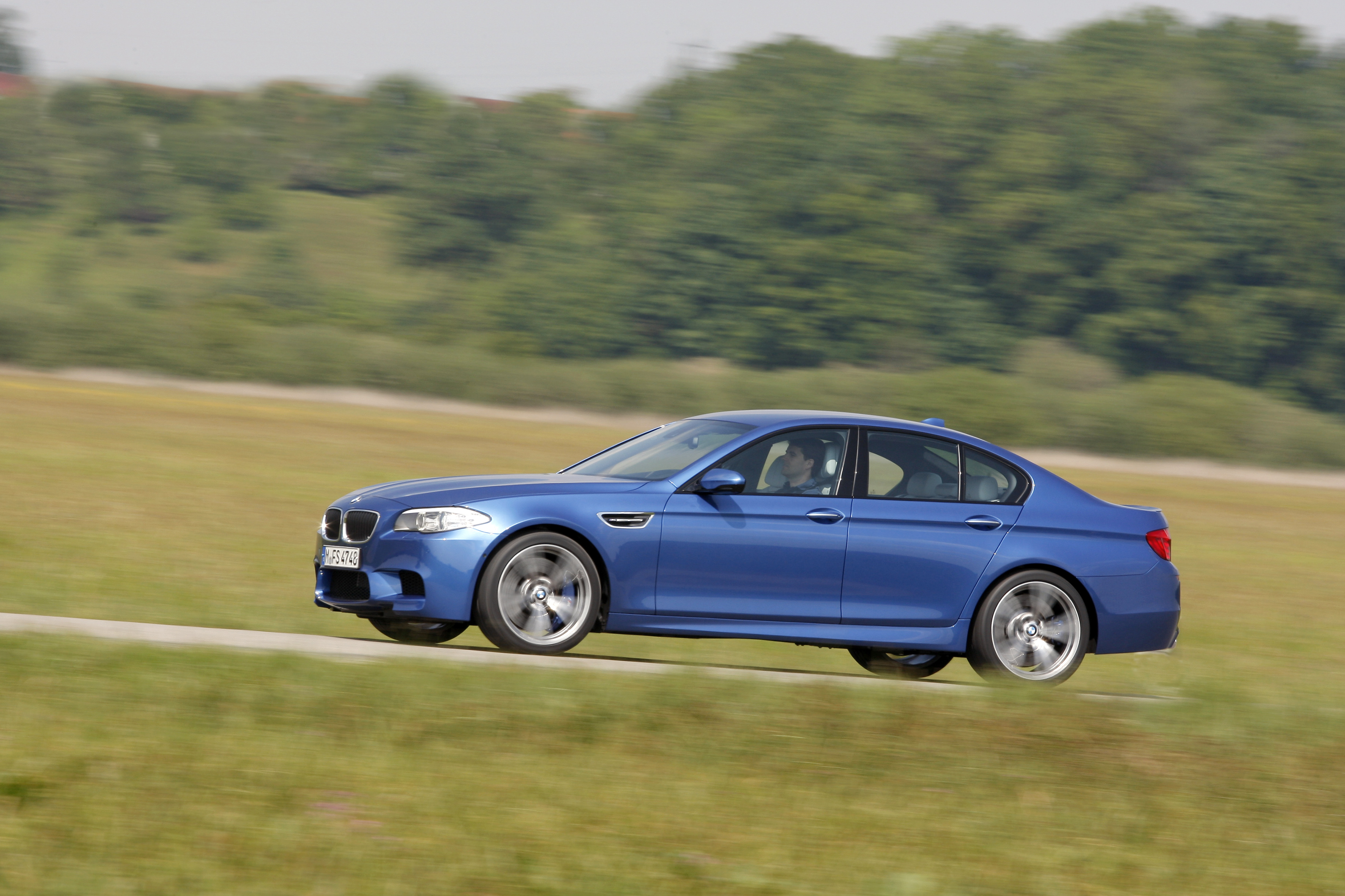OFFICIAL BMW M5 Production pics high resolution!-p90078417.jpg