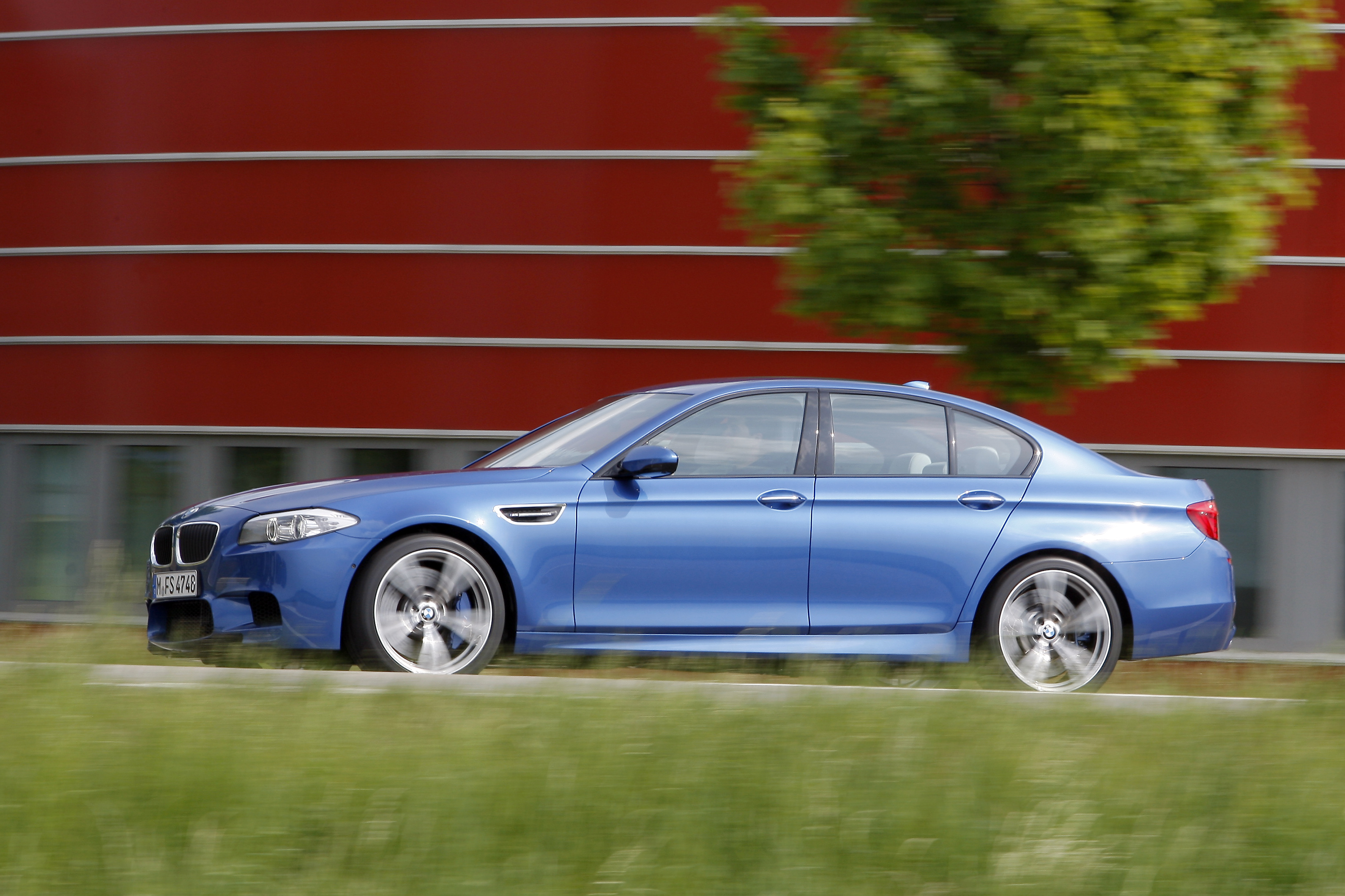 OFFICIAL BMW M5 Production pics high resolution!-p90078431.jpg