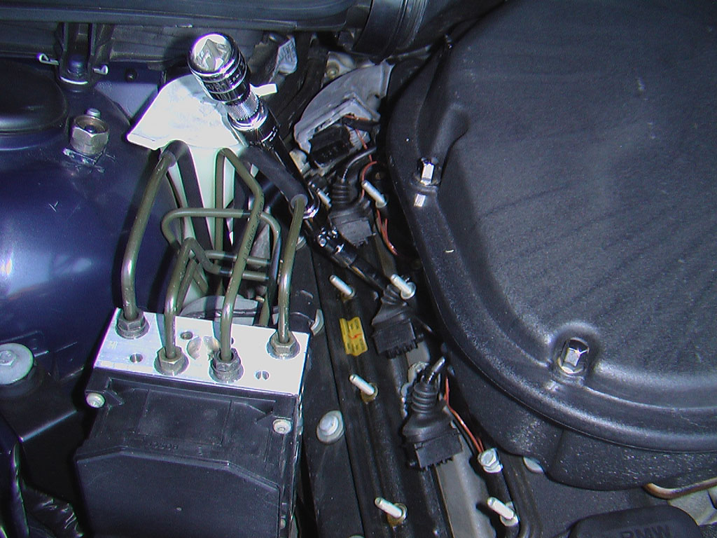 Tips for changing spark plugs on E39 M5-ujoint_web.jpg