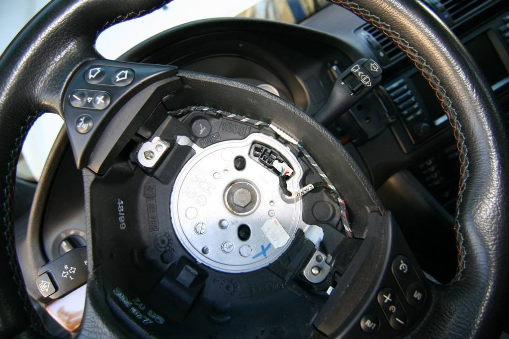 DIY: - Steering Wheel Replacement | BMW M5 Forum and M6 Forums
